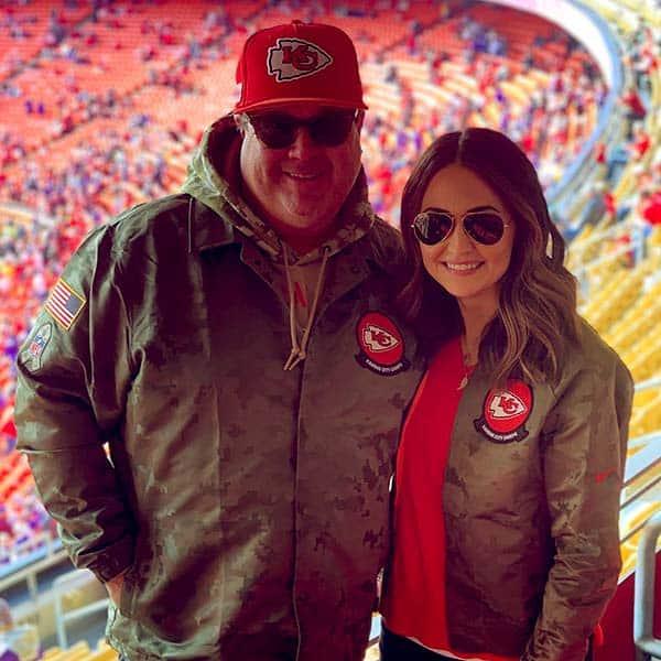 Image of Eric Stonestreet with his girlfriend Lindsay Schweitzer