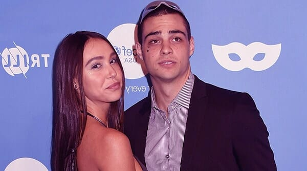 Image of Noah Centineo dating with Alexis Ren